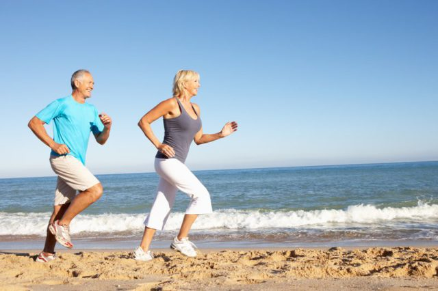 Carton rouge de l'AVC: l'exercice et une alimentation équilibrée sont importants pour la prévention et les soins de suivi